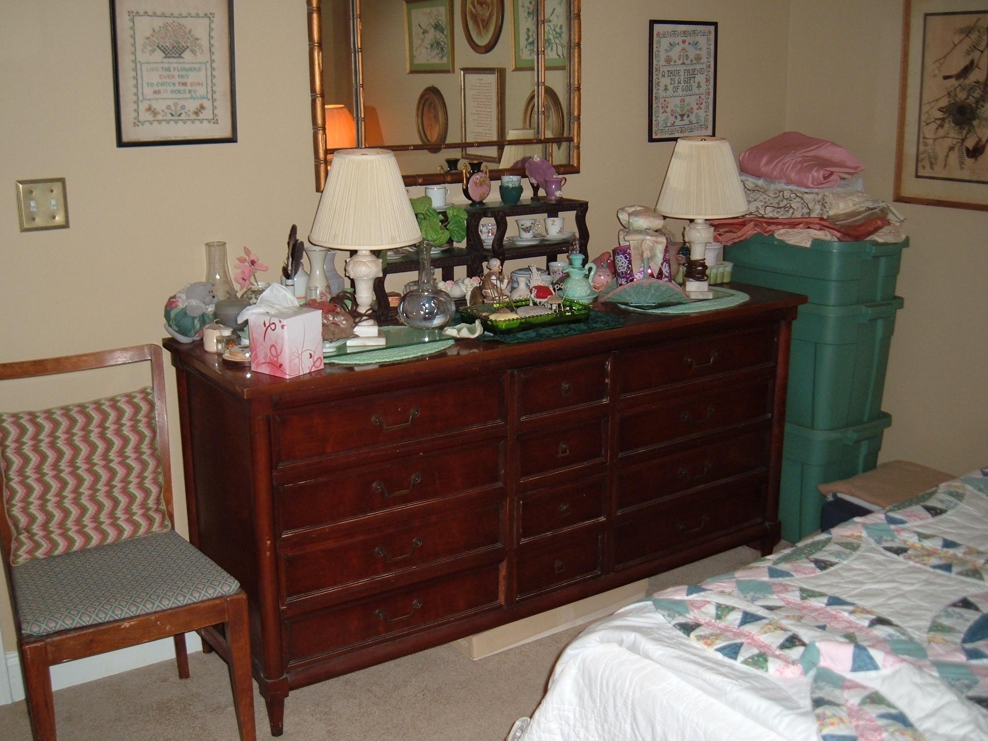 White Fine Furniture Bedroom Suite 12 Drawer Dresser